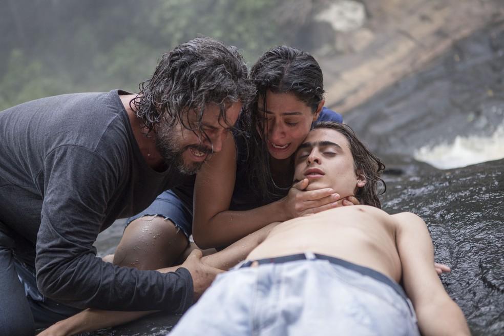 Carol Castro, Felipe Camargo e Joaquim Torres Waddington em 'O Juízo' — Foto: Divulgação/Dan Behr