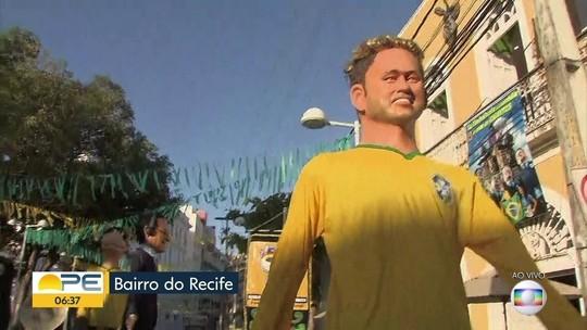 Torcida se concentra no Bairro do Recife para assistir ao jogo da Seleção Brasileira