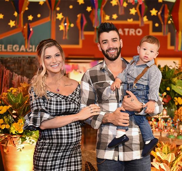 Andressa Suita e Gusttavo Lima com o filho, Gabriel (Foto: Reprodução/ Unique Fotos)
