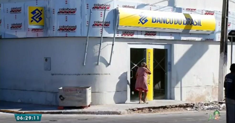 A agência bancária de Nova Olinda foi explodida por criminosos em julho de 2017. No momento o banco passa por reformas e não há nenhuma informação sobre quando ela vai voltar a funcionar.  (Foto: Reprodução/TV Verdes Mares)