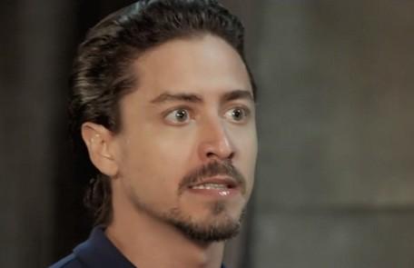 Na terça-feira (2), Jerônimo (Jesuíta Barbosa) pedirá a Vanessa (Camila Queiroz) que desista de viajar com Quinzinho (Caio Paduan).  TV Globo