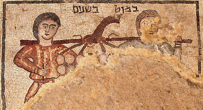 O novo mosaico, datado de quase 1.600 anos atrás, mostra dois espiões carregando um cacho de uvas. (Foto:  Jim Haberman)