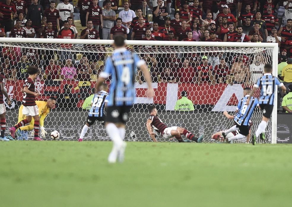 Maicon perde gol feito para o Grêmio contra o Flamengo no Maracanã — Foto: André Durão / GloboEsporte.com