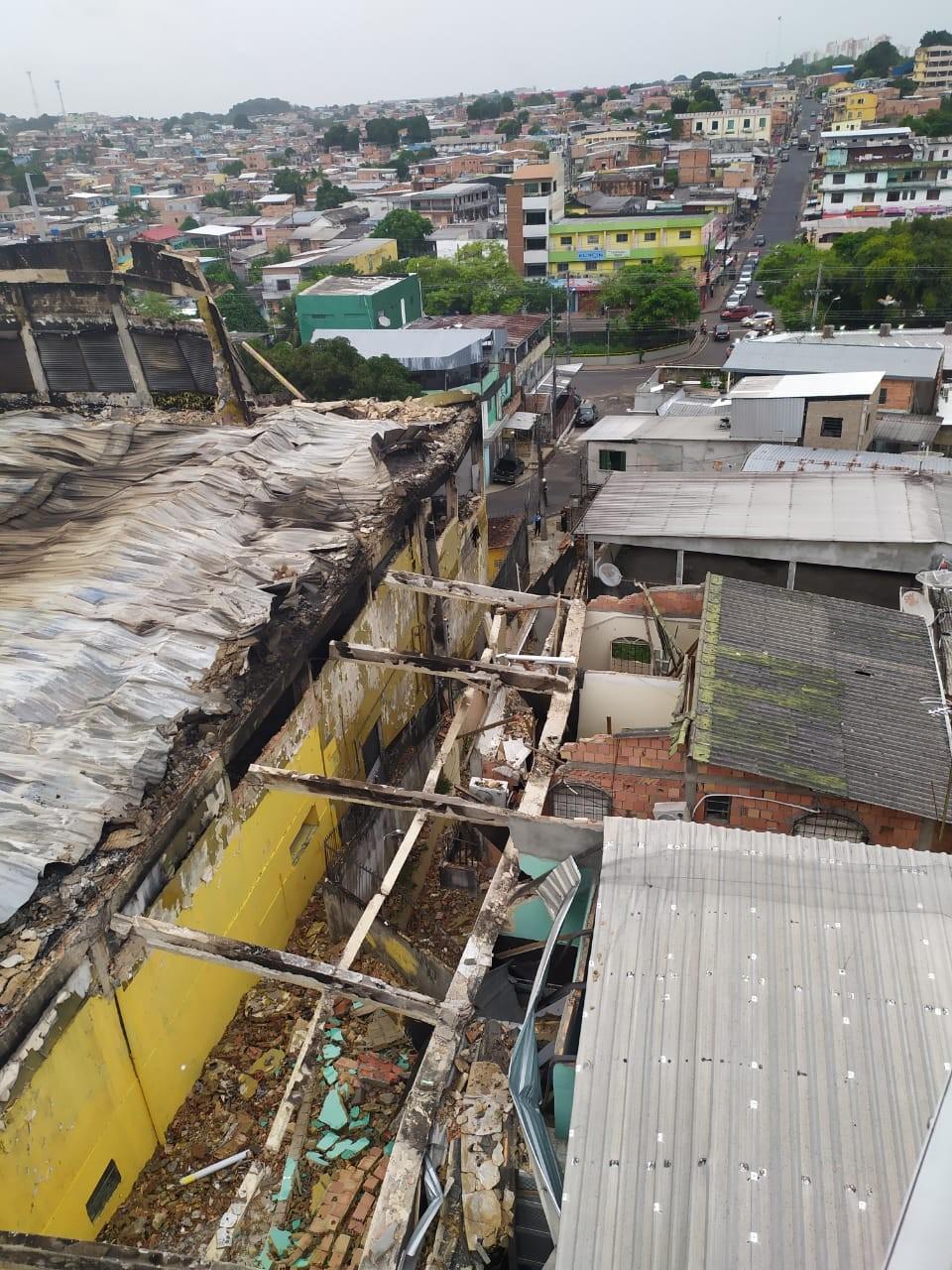Prédio com risco de desabamento na Compensa em Manaus passa por nova vistoria, após incêndio