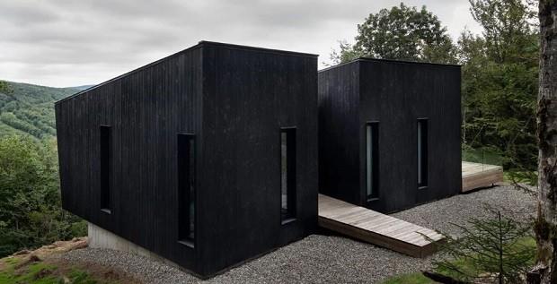 Casa em formato de cabines chama atenção em montanhas de Quebec (Foto: Divulgação /  nature humaine)