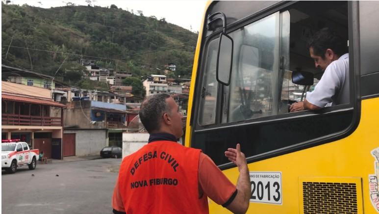 Ações de conscientização orientam moradores de áreas de risco em Nova Friburgo, no RJ - Notícias - Plantão Diário