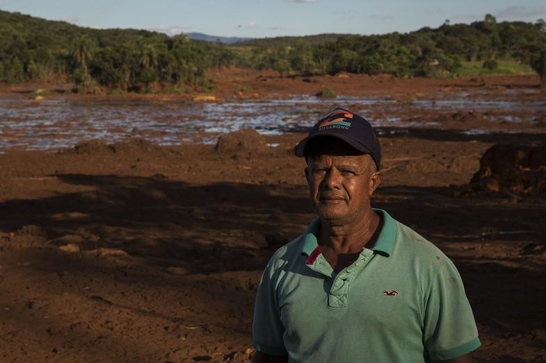 João Salvador teve parte do sítio de sete hectares coberta pela lama (Foto: Lalo de Almeida)