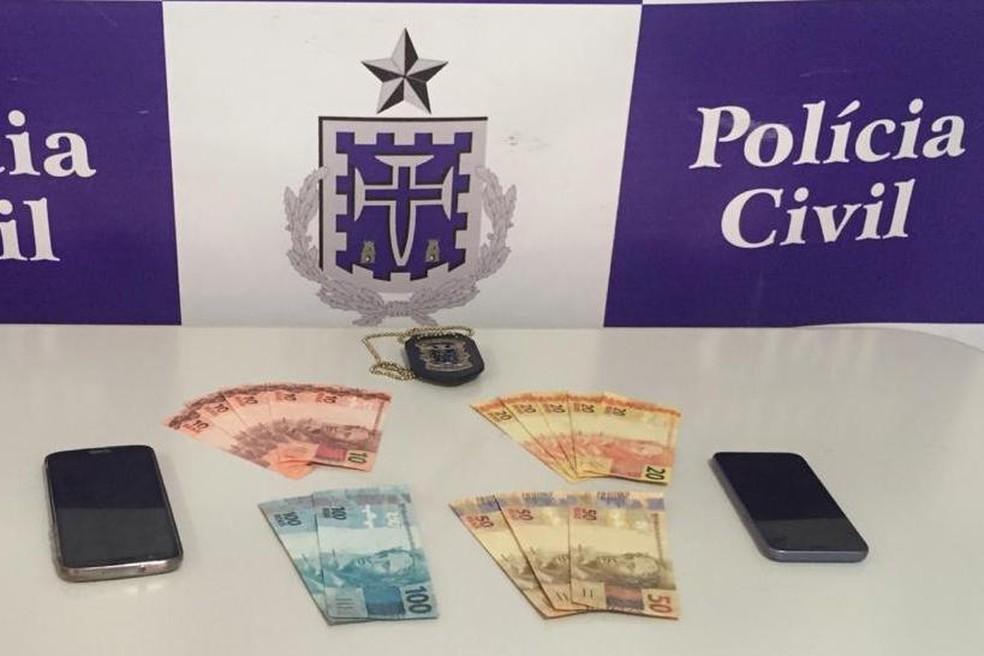 Suspeito de tráfico é preso após ser flagrado em ponto de venda de drogas em Ipiaú, no sul da Bahia — Foto: Polícia Civil/Divulgação
