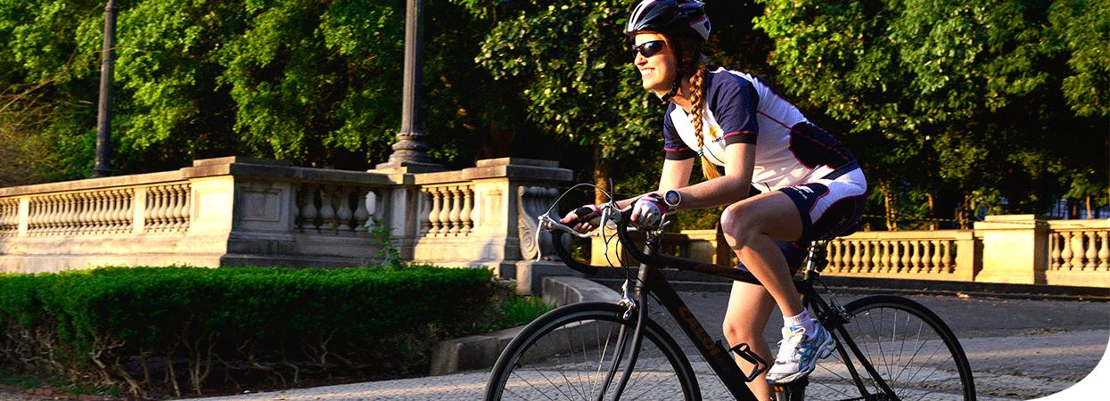 Patrícia andando de bicicleta (Foto: Divulgação)
