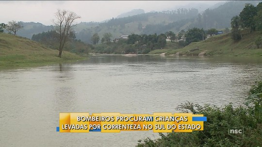 Helicóptero auxilia buscas, mas meninos arrastados por correnteza seguem desaparecidos em SC