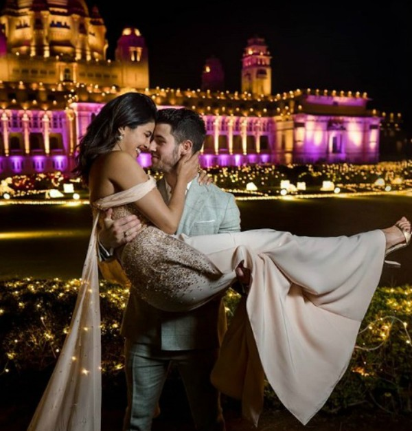 Priyanka Chopra e Nick Jonas no Palácio Umaid Bhawan (Foto: Reprodução Instagram)