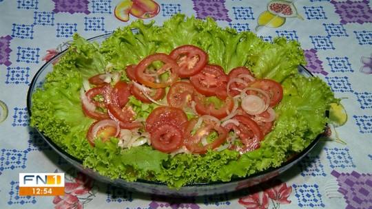 Artesã ensina a fazer salada de panqueca, ótima receita para quem exagerou no final de ano