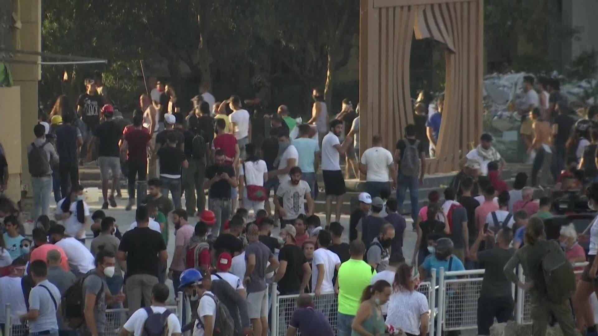 VÍDEOS: Beirute tem novos protestos após megaexplosão