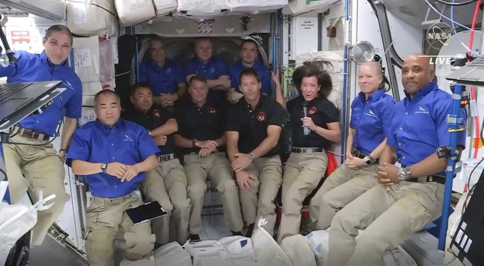 Astronautas da SpaceX ao chegarem à Estação Espacial Internacional (ISS)  — Foto: NASA via AP