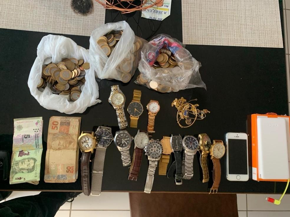 Relógios apreendidos por policiais durante a Operação Suborno — Foto: PCPE/Divulgação
