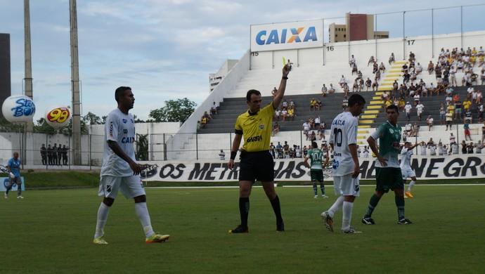 Leandro Saraiva Dantas - árbitro (Foto: Augusto Gomes/GloboEsporte.com)