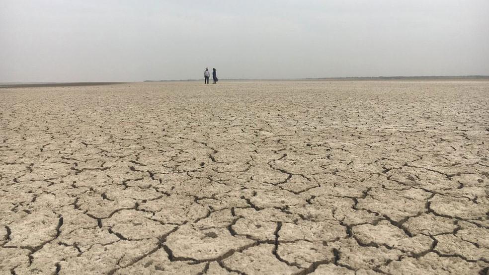 Agricultores sofrem com frequentes perdas causadas pela seca — Foto: BBC