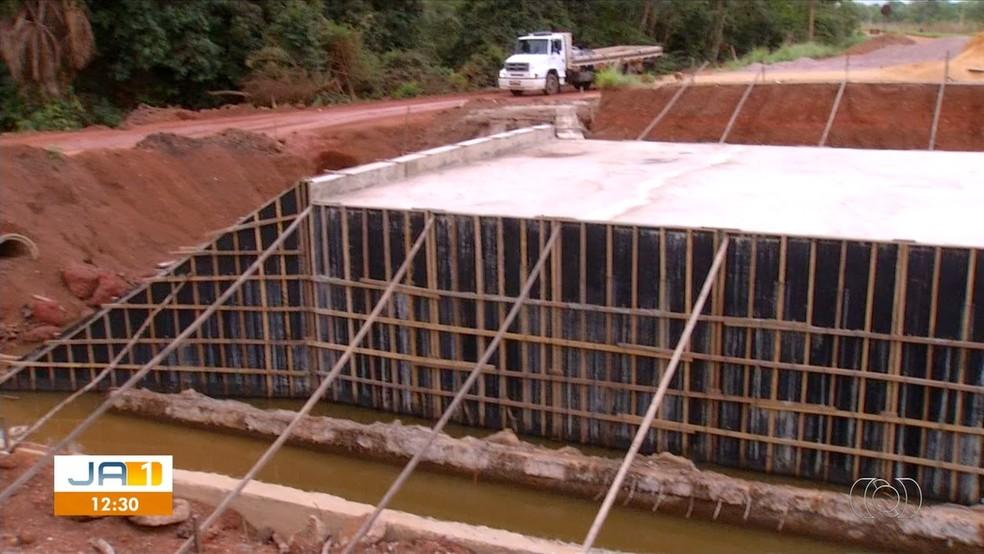 Obra na TO-080 está parada — Foto: Reprodução/TV Anhanguera