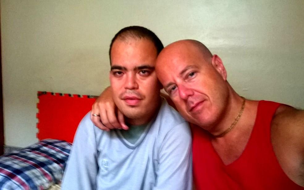 Marcio conseguiu na Justiça o direito de ter a jornada de trabalho no Detran-SP reduzida para cuidar do filho com paralisia cerebral (Foto: Márcio Melli/Arquivo pessoal)