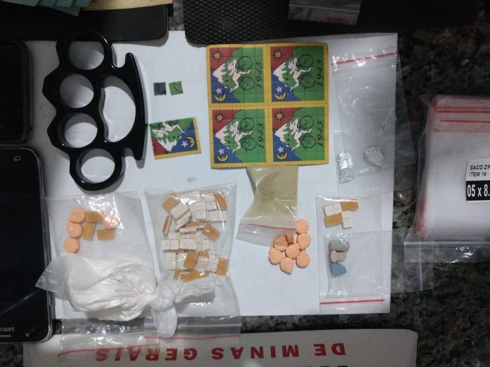 Ecstasy e LSD foram apreendidos — Foto: Divulgação / Polícia Militar
