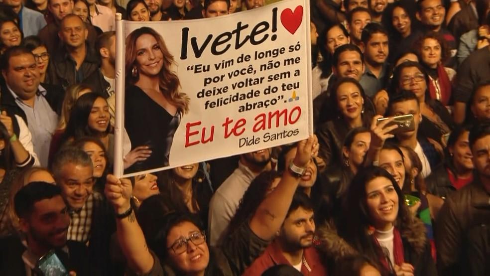 Fãs levaram faixas para Ivete Sangalo no Festival de Inverno Bahia â?? Foto: Reprodução/ G1