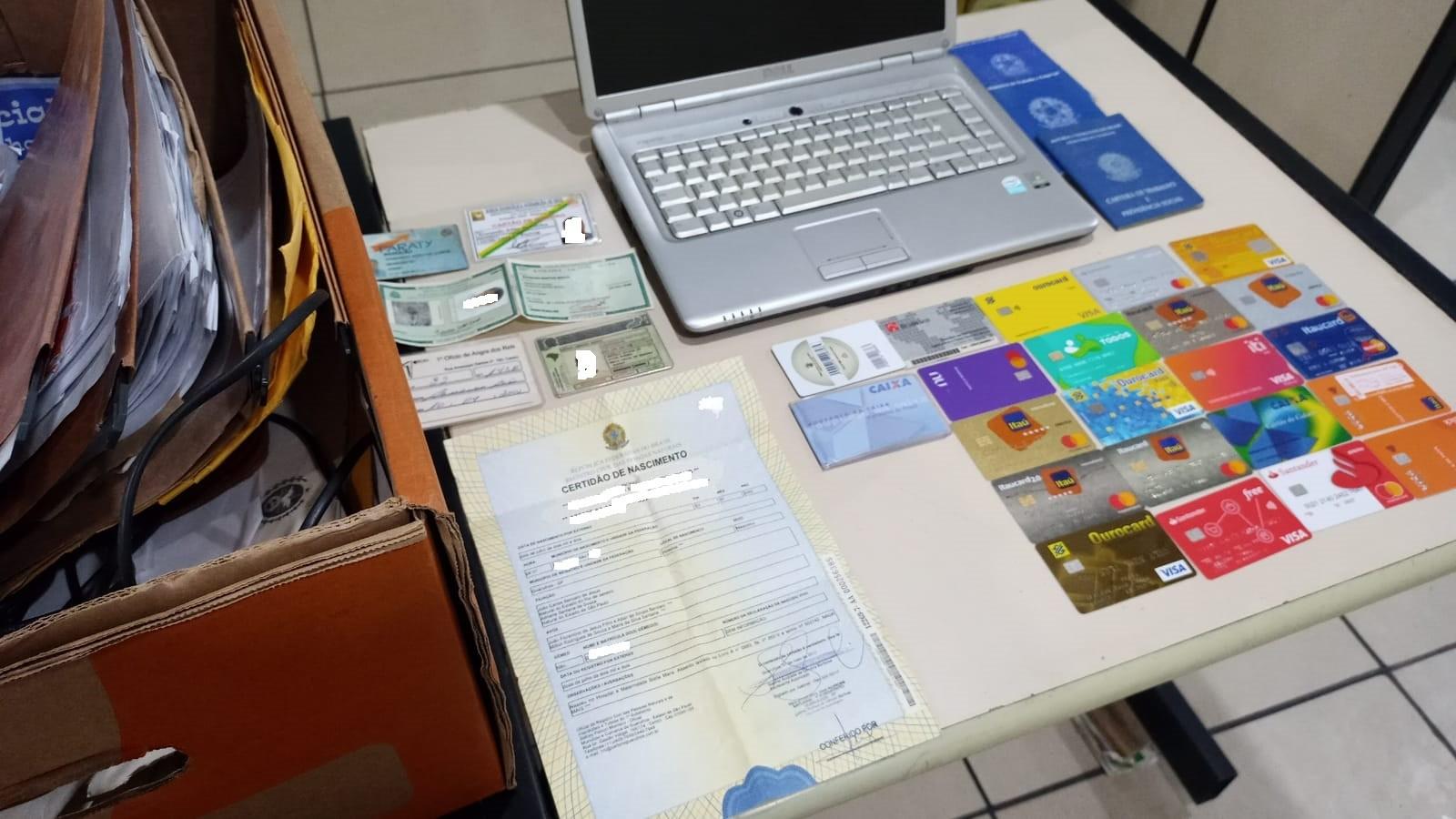 Dizendo ser advogado, homem promete emprego e utiliza documentos das vítimas para fazer compras em Angra dos Reis