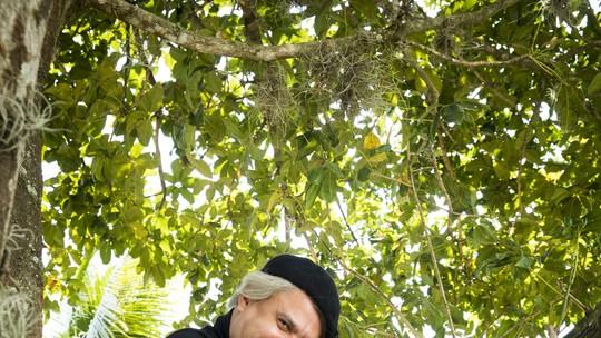 Jorge Bevilacqua lança 'Bevilacqua Só Para Corrigir Baixinhos' no 'Tá No Ar'
