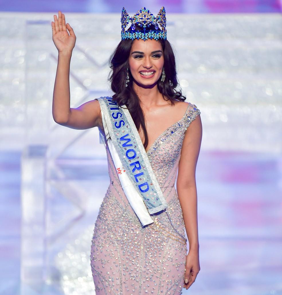 Manushi Chhillar acena após ser coroada Miss Mundo em cerimônia realizada na China (Foto: CNS/Luo Yunfei via Reuters)