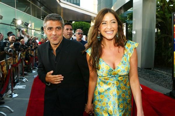 A modelo britânica e apresentadora de TV Lisa Snowdon com o ator George Clooney em foto de 2004 (Foto: Getty Images)