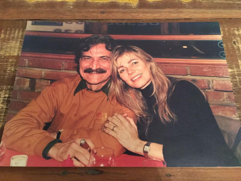 Belchior em um restaurante com a amiga Dulce Helfer (Foto: Dulce Helfer/Arquivo Pessoal)