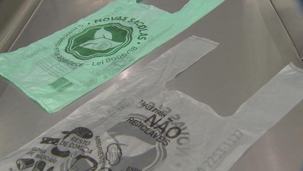 Supermercados do RJ estão proibidos de oferecer sacolas plásticas grátis — Foto: Reprodução TV Globo