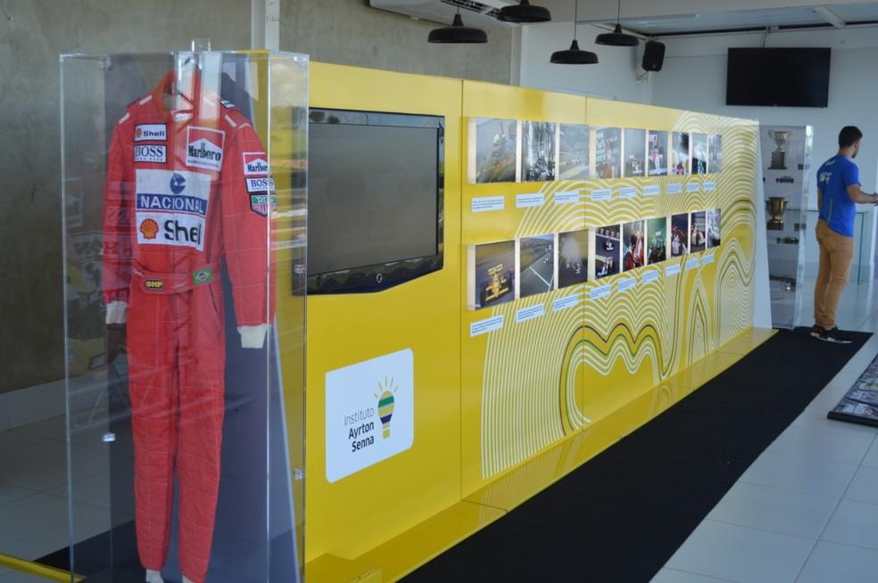 Macacão usado por Senna na temporada de 1993 — Foto: Bednnarski Photos/ RF1