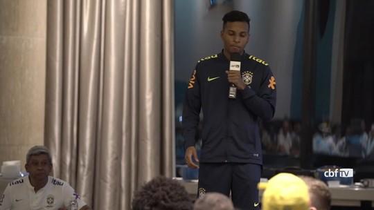 Trote de novatos da Seleção tem zoeira com Thiago Silva e Rodrygo cantando rap; veja vídeo