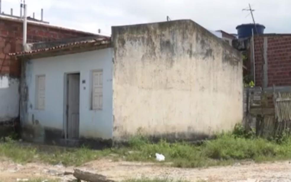 Idosa morre após ser atingida por golpe de faca na Bahia; companheiro é preso suspeito do crime — Foto: Reprodução / TV Santa Cruz