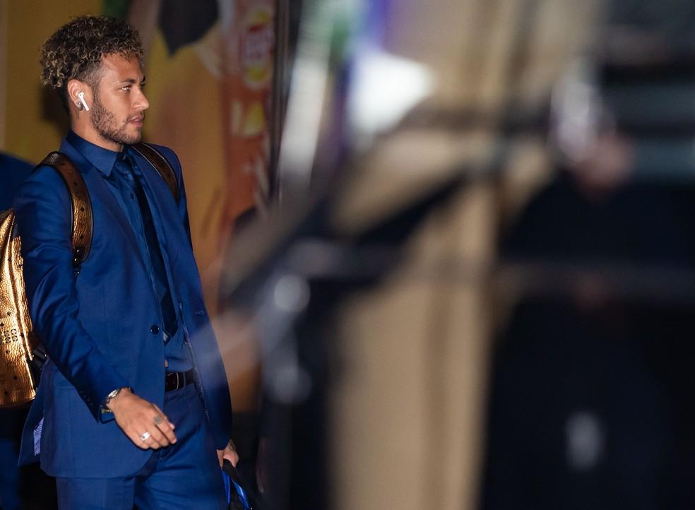Neymar desembarca na Rússia (Foto: Getty Images)