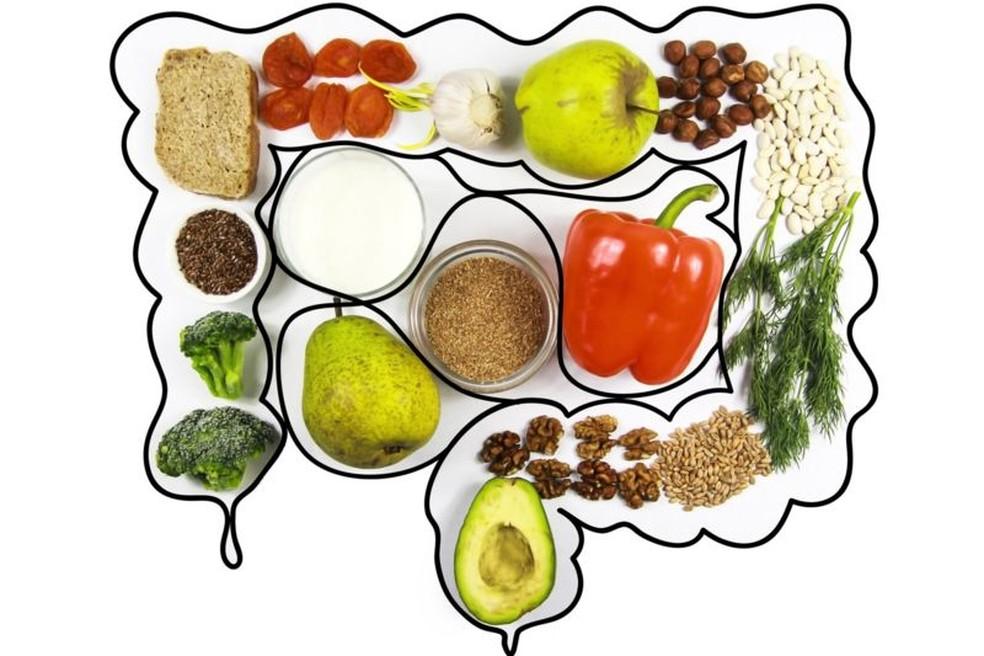 Consumir probióticos, grão integrais, frutas e legumes beneficiam nossa flora intestinal — Foto: Getty Images | BBC