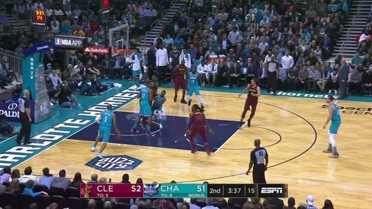 Com LeBron cestinha, Cavaliers superam os Hornets e vencem a terceira seguida