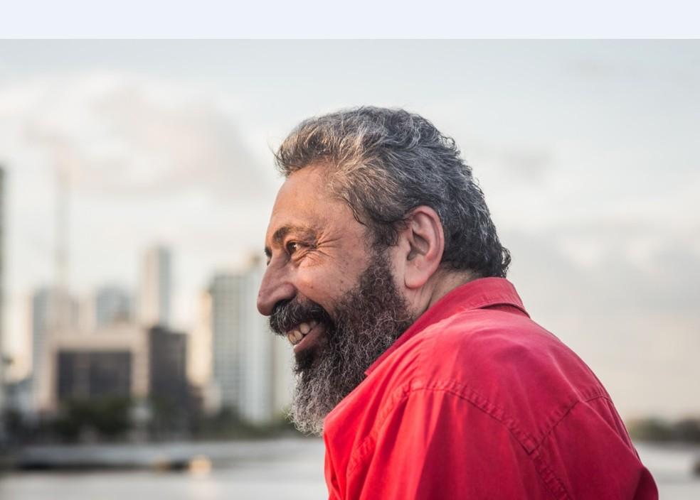 Sidney Rocha é um dos homenageados da Bienal Internacional do Livro de Pernambuco — Foto: Anny Stone/Divulgação