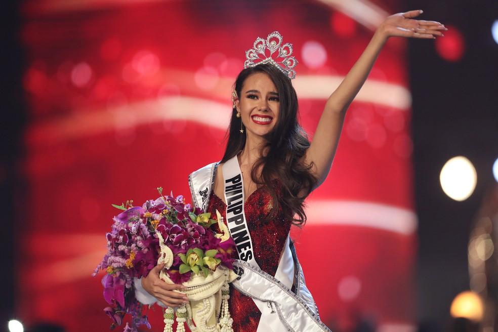 Catriona Gray acena após ser coroada Miss Universo 2018 — Foto: Athit Perawongmetha/Reuters