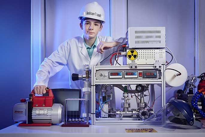 O jovem construiu ele mesmo a fundição nuclear, em sua sala (Foto: Recorde Mundial do Guinness)