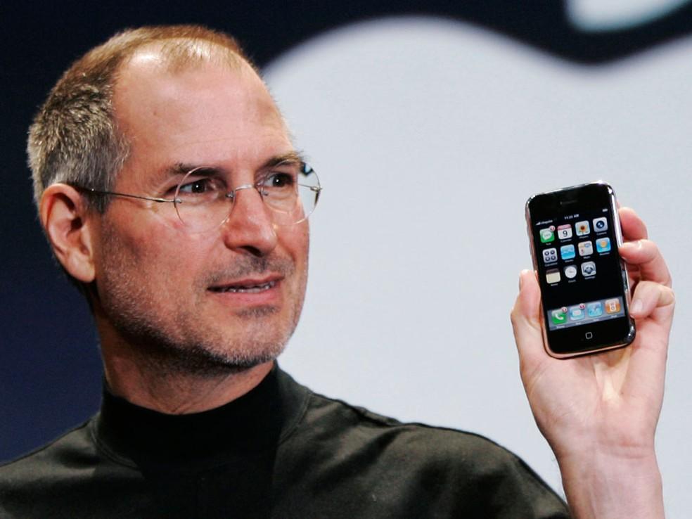 Jobs não aceitou o pedido de demissão de Jonathan Ive, que também ajudou a desenhar o iPhone anos depois (Foto: Reprodução/TechTudo)