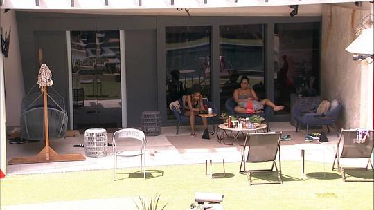 Gabriela e Rízia relembram músicas da dupla, 'As Marcianas'