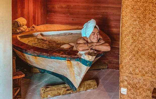 Resultado de imagem para na banheira