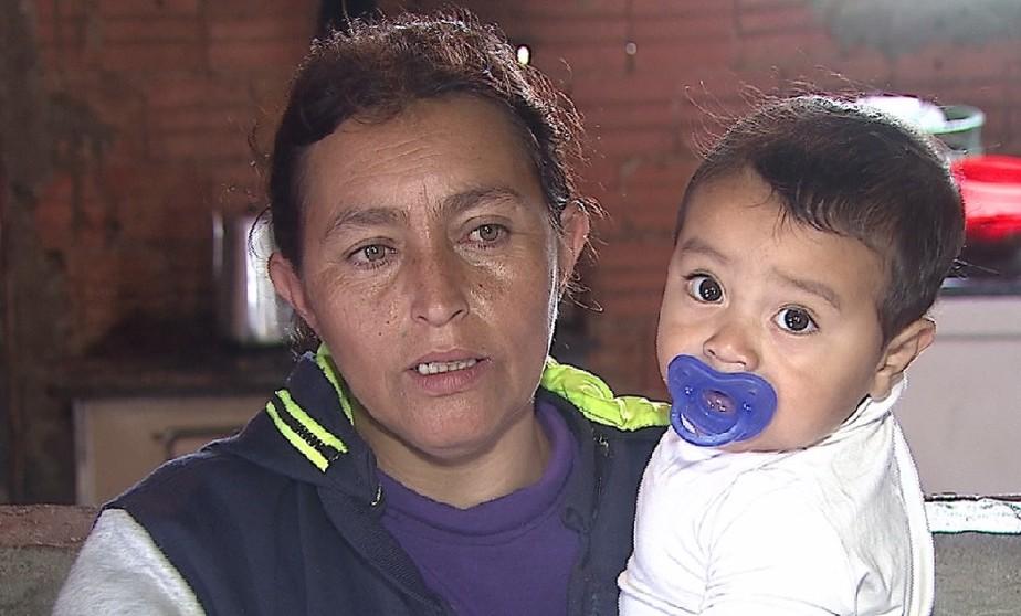 Avó salva bebê com orientação de bombeiro por telefone