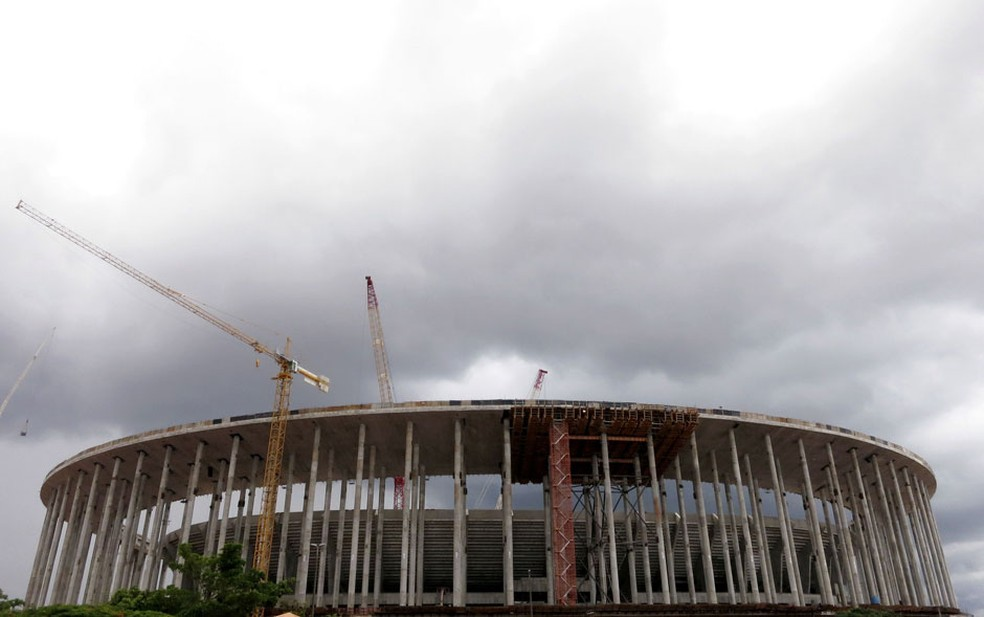 Construção do Estádio Nacional Mané Garrincha, em Brasília (Foto: Gary Hershorn/Reuters)