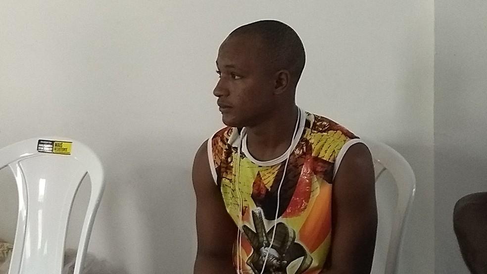 Mohamed Saliou Bah é refugiado de Guiné e trabalhava como motorista no seu país de origem (Foto: Rafael Cardoso/G1)