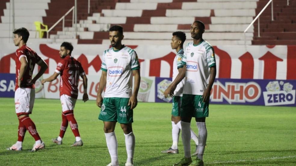 Defesa foi bem, mas falhou no segundo gol — Foto: Divulgação/Vila Nova