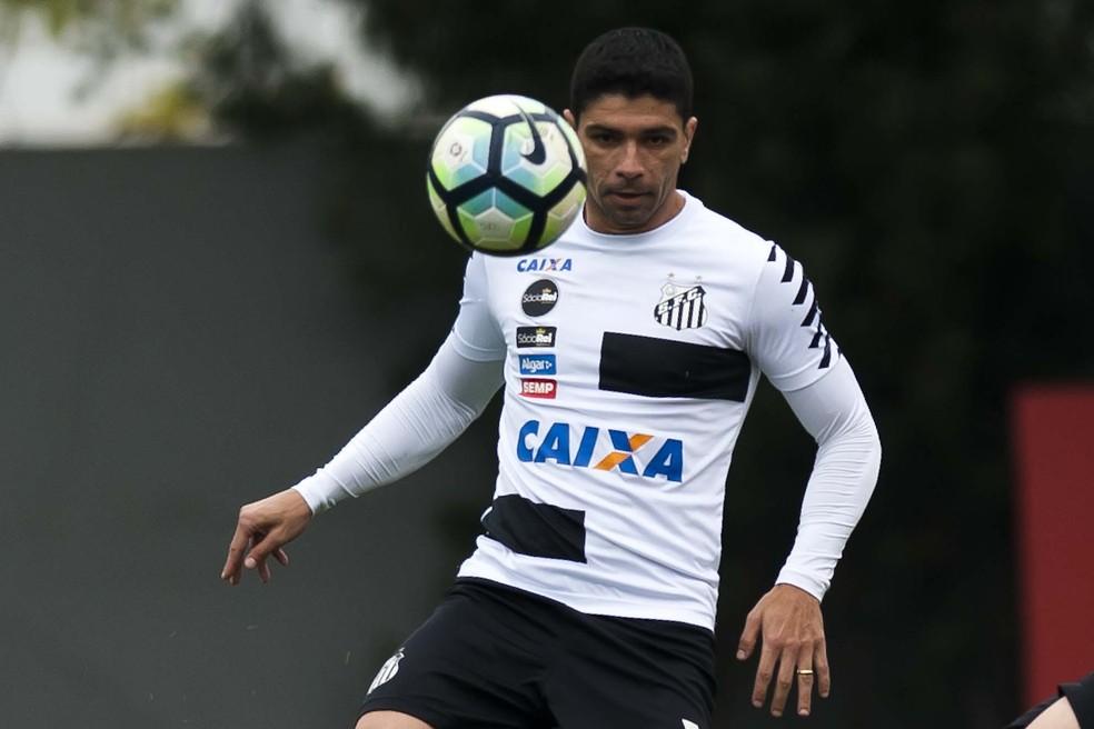 Renato teve edemas na coxa e no tornozelo direitos (Foto: Ivan Storti/Santos FC)