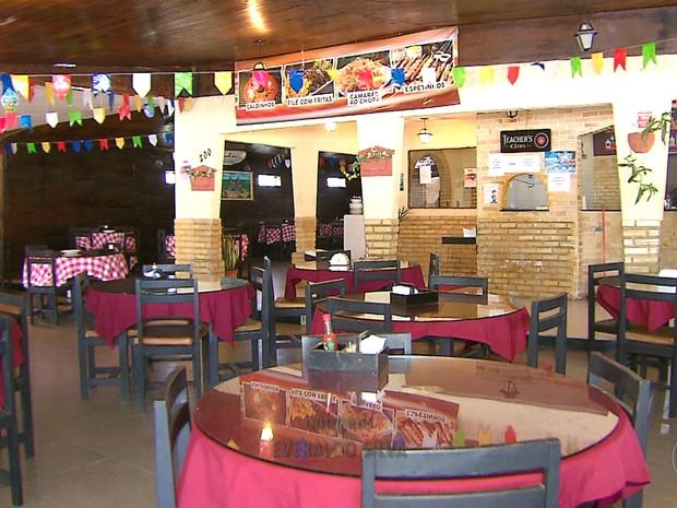 No restaurante da família do comerciante Fábio de Souza, foram demitidos mais de 20 funcionários (Foto: Reprodução/TV Globo)