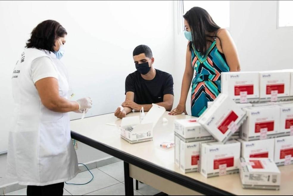 Ferraz realiza testes rápidos em bairros com maior incidência de casos — Foto: Maxson Rodrigues/Secom Ferraz